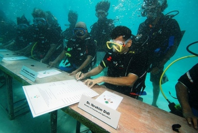 poderes unidos - Congreso submarino de las Maldivas_01