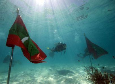 poderes unidos - Congreso submarino de las Maldivas_03
