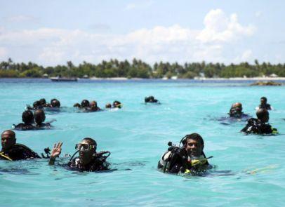 poderes unidos - Congreso submarino de las Maldivas_04