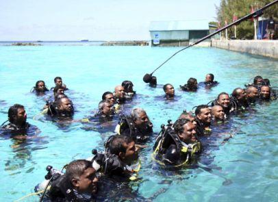 poderes unidos - Congreso submarino de las Maldivas_05